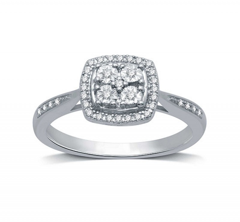How To Style Your Diamond District Wedding Rings