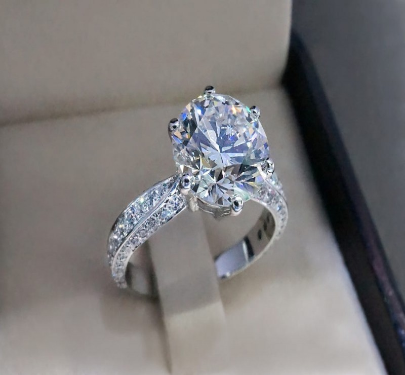 Find The Benefits Of White Gold Engagement Rings